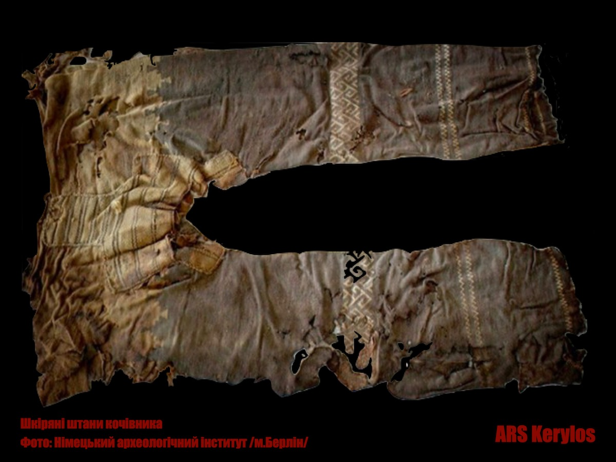 Шкіряні штани кочівника, що знайдені археологами