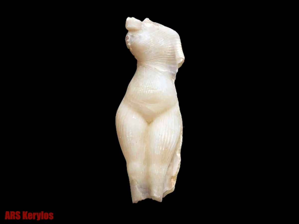 "Подделка артефакта из Египта ""Принцесса Амарна"""