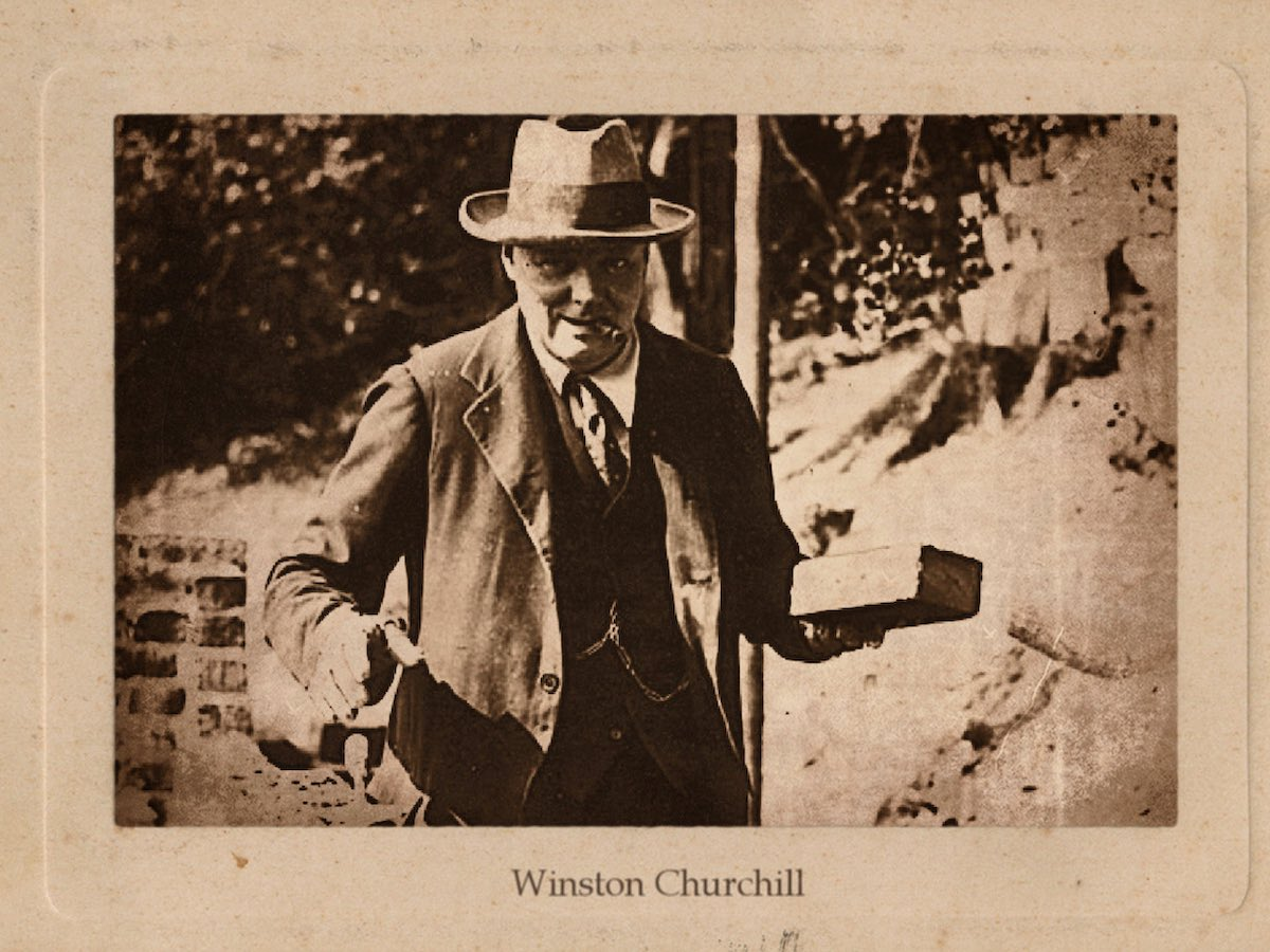 Уинстон Черчилль кладет кирпичную кладку