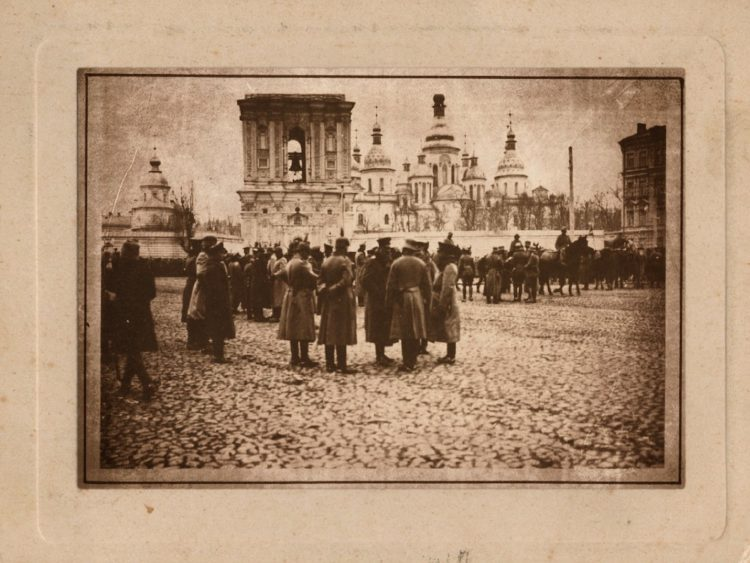 Немецкие офицеры на Софиевской площади, Киев, 1918 год